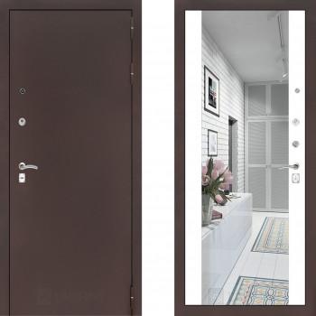 Входная металлическая дверь с зеркалом Labirint Classic антик с зеркалом Макси Белый Софт